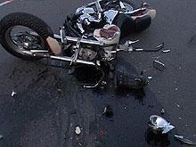 Мотоцикл с прицепом врезался в грузовик. Двое погибли