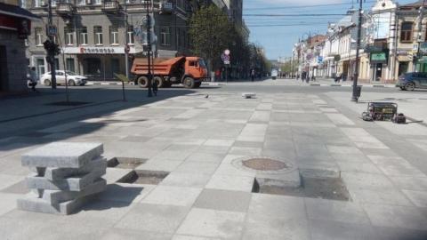 На проспекте Кирова меняют уложенную прошлым летом плитку
