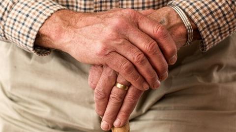 Пенсионер поплатится за трату денег из найденного кошелька