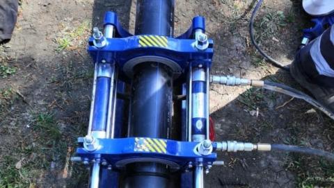 Компания КВС проложила новый водопровод к детскому саду и поликлинике