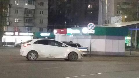Иномарка «догнала» авто напротив Сенного рынка