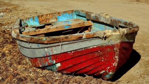 Начал действовать запрет на рыбалку с лодки