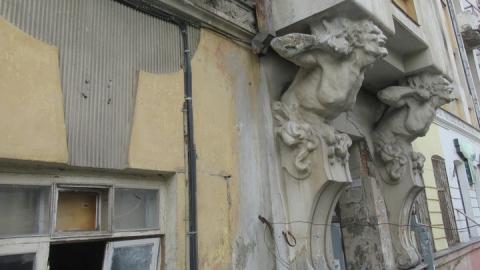 В Саратове мародеры разграбили дом с кариатидами
