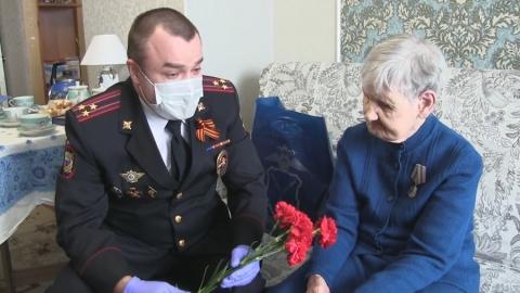 Ветеран из Ртищево получила паспорт в День Победы | ВИДЕО