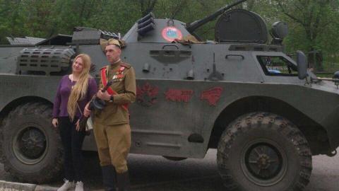 «Боевое братство» на БТР поздравило саратовцев | ФОТО