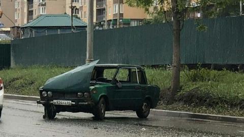 Два пенсионера пострадали в перевернувшейся на мокрой дороге «шестерке»