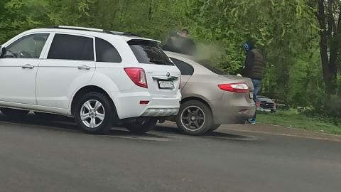 Два авто не поделили кольцо в Ленинском районе