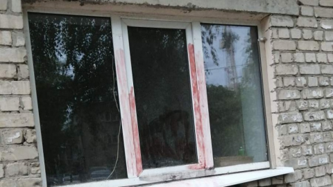 «Окровавленное» окно напугало саратовцев