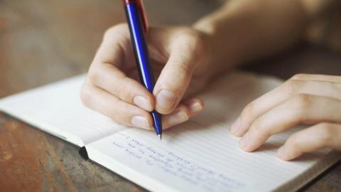Некоторые саратовские школьники не успевают сдать сочинение и итоговое собеседование