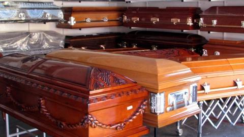 Радаев поручил проработать похороны коронавирусных больных за счет бюджета
