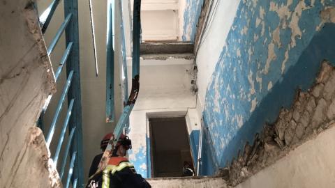 В Энгельсе обрушился подъезд четырехэтажки
