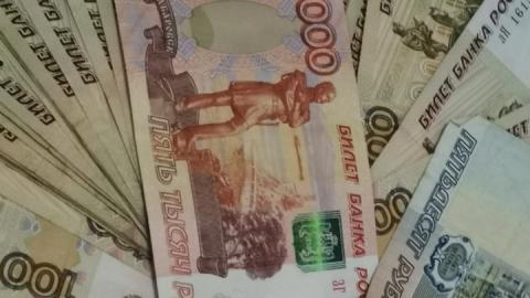 Саратовцам задерживают более трехсот миллионов рублей зарплаты