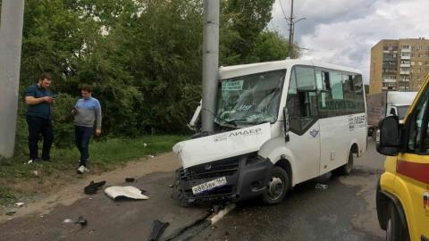 В Саратове после столкновения маршрутки со столбом госпитализировано семь пассажиров