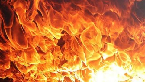В Ершове внезапно загорелась иномарка