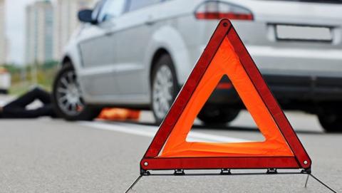 Балаковский лихач разбил чужую машину и врезался в столб