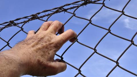Заключенный угрожал киянкой инспектору СИЗО