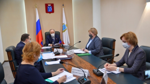 Саратовских соцработников премировали на 96 миллионов рублей