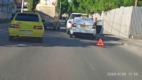В Затоне образовалась пробка из-за ДТП с такси