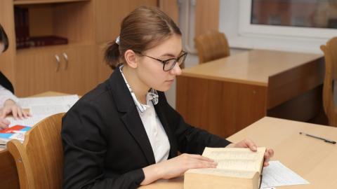 Саратовским школьникам отправят аттестаты по почте