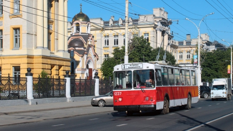 В Саратове из-за аварии на водопроводе прервано движение троллейбусов