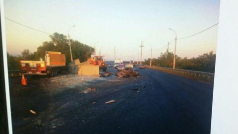 Три человека погибли после столкновения с грузовиком на встречке