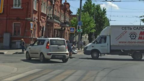 ДТП перекрыло движение автобусов и троллейбусов в центре Саратова