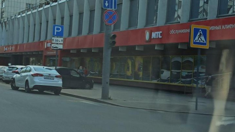 На перекрестке в центре не работает ни один светофор