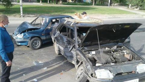 Восьмилетний мальчик и 11-летняя девочка пострадали при столкновении двух «пятнадцатых»