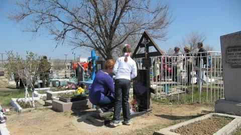 Власти думают над возможностью разрешить саратовцам посещение кладбищ