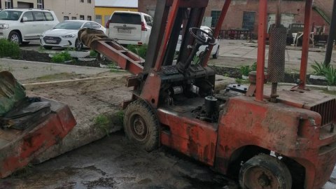 В Балашове опрокинувшийся погрузчик задавил водителя