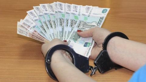 Саратовский чиновник брал взятки с торговых точек