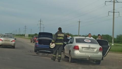 На выезде из Саратова столкнулись две иномарки
