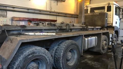 Водитель погиб под стрелой грузовика