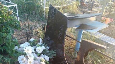 Пьяный мужчина устроил погром на сельском кладбище