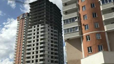 После обрушения пролетов строителей эвакуировали подъемным краном | Видео