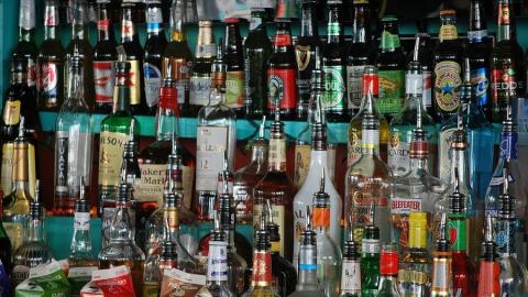 Пожилая рецидивистка снова попалась на продаже опасной для здоровья выпивки