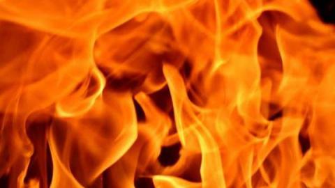 Дом в Татищевском районе полностью выгорел из-за проводки
