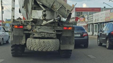 Выезд из Саратова со стороны Ленинского района затруднен из-за ДТП с бетономешалкой