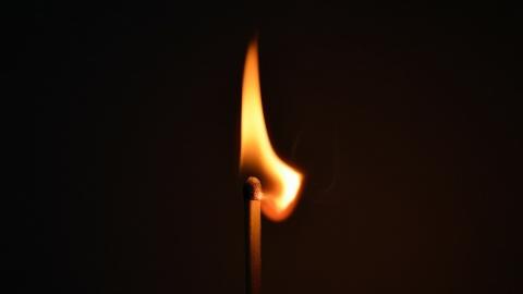 В Саратове кто-то пытался сжечь в квартире маленькую девочку с няней