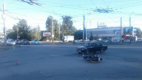 Балаковец на «семерке» не пропустил мотоциклиста и отправил его в больницу