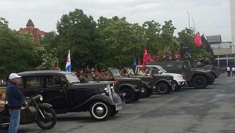 Дождь и коронавирус не помешали саратовцам отметить 75-ю годовщину Победы | ВИДЕО