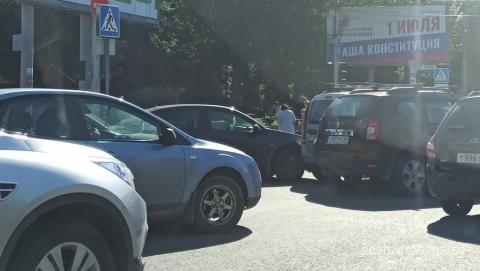 После тройного ДТП авто без владельца увезли на эвакуаторе