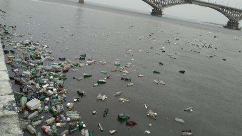 Саратовцы возмущены плавающим в Волге мусором