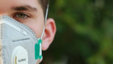 Разрыв между заболевшими коронавирусом и выздоровевшими за сутки снова велик