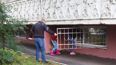 Ливень затопил вход в поликлинику в Жасминке