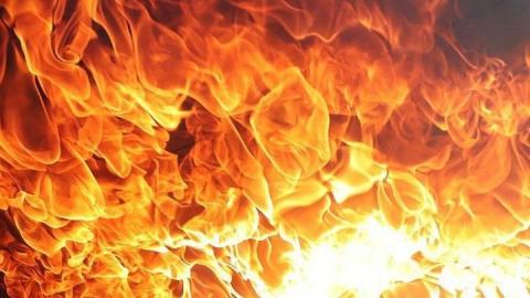 Отечественный автомобиль сгорел в Заводском районе Саратова