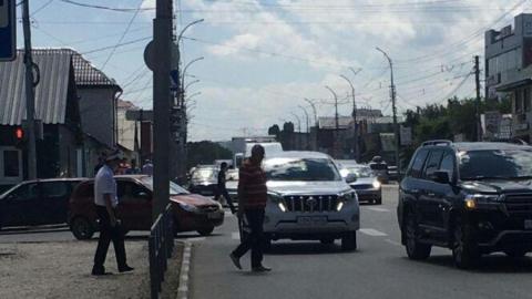 Внедорожник сбил перебегавшую дорогу девушку в Кировском районе