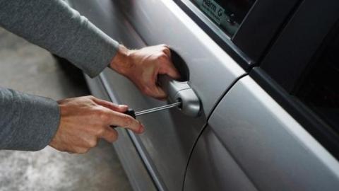Безработный рецидивист оставил саратовского таксиста без денег и документов
