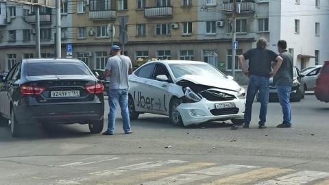 Проезд из Ленинского в центр затруднен из-за ДТП с участием такси