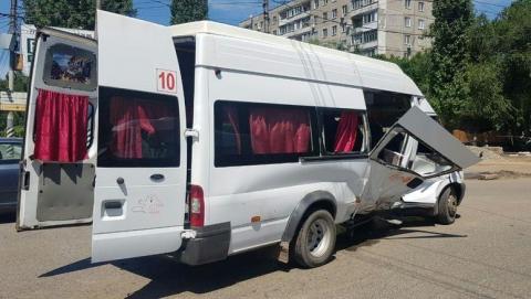 Пять жителей Энгельса пострадали в ДТП с маршруткой